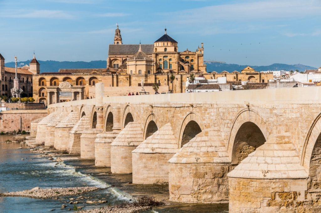 cordoba-andalusia-view-of-great-mosque-of-cordoba-across-famous-roman-bridge-512-