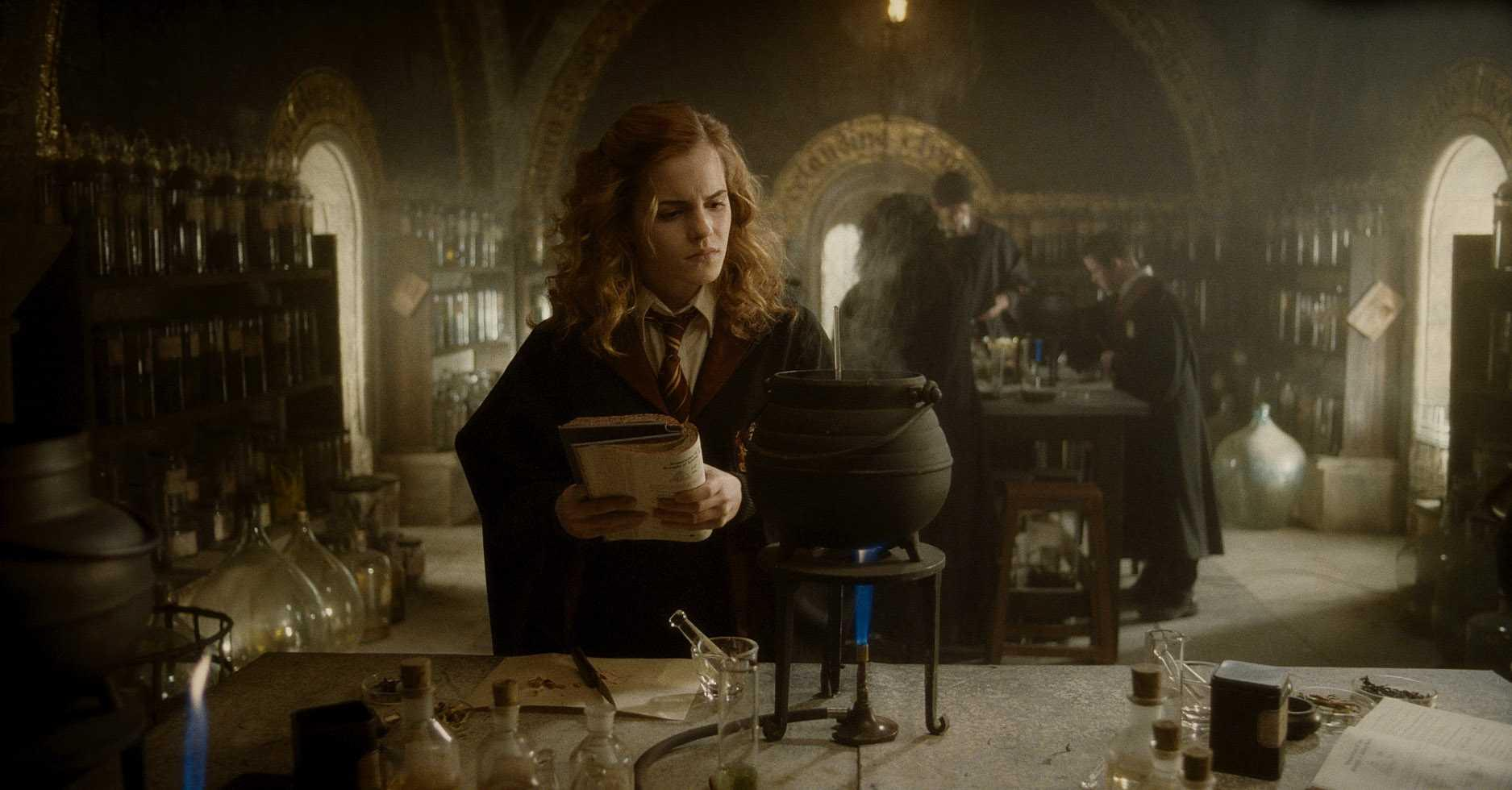 """HP6-FP-00478 EMMA WATSON as Hermione Granger in Warner Bros. PicturesÕ fantasy adventure ÒHarry Potter and the Half-Blood Prince."""""""